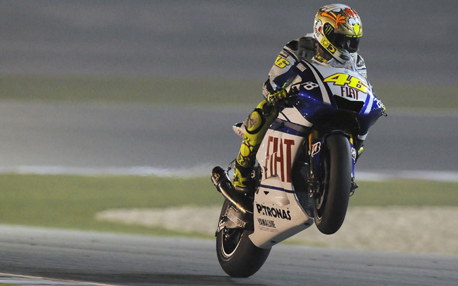 Valentino Rossi dazzles under Qatar floodlights | MCN