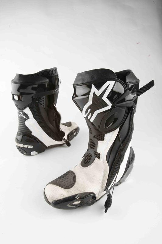 boot review alpinestars supertech r mcn. Black Bedroom Furniture Sets. Home Design Ideas