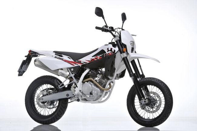 new husqvarna sms4 125 is pukka first supermoto mcn. Black Bedroom Furniture Sets. Home Design Ideas
