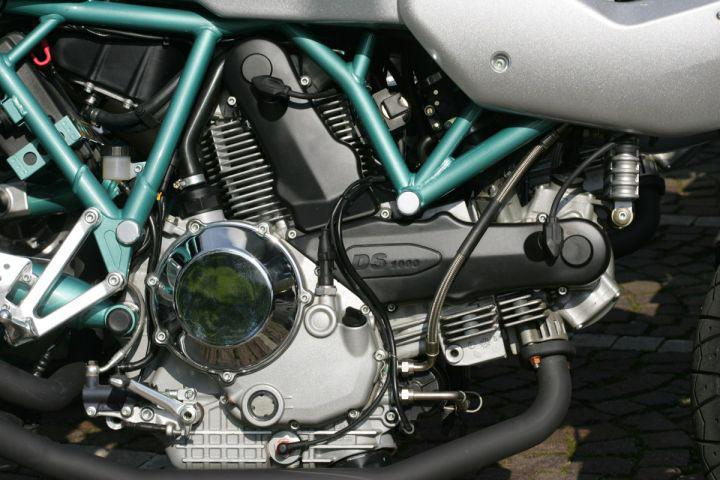 Differences between bike and car engines | MCN