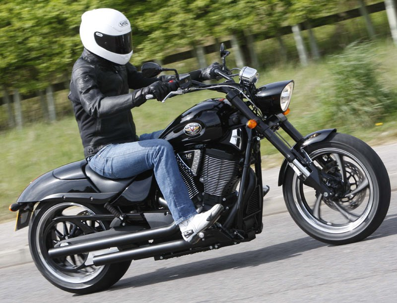 VICTORY HAMMER 8-BALL (2010-on) Review | MCN