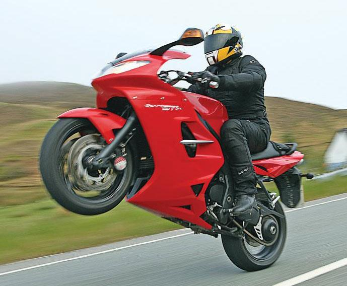 Triumph Sprint Gt 1050 2010 On Review Mcn