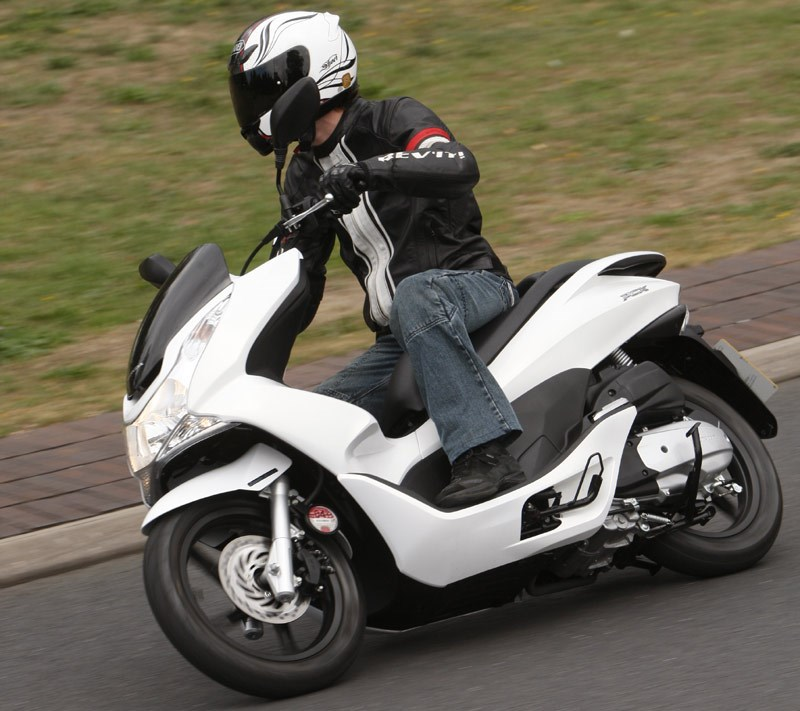 HONDA PCX125 (2010-on) Review | Speed, Specs & Prices | MCN