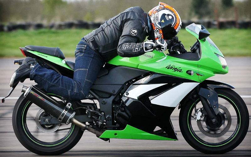 Honda CBR 250 v Kawasaki Ninja 250R - will either go ton-up?
