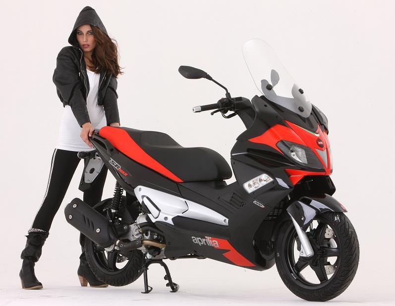 New Aprilia SR Max 125 and 300 scooters | MCN