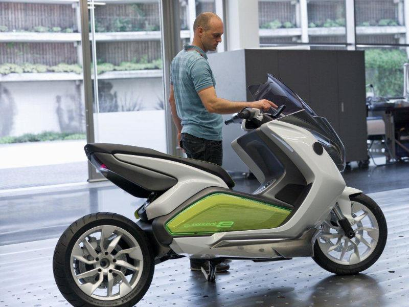 bmw unveils electric scooter. Black Bedroom Furniture Sets. Home Design Ideas