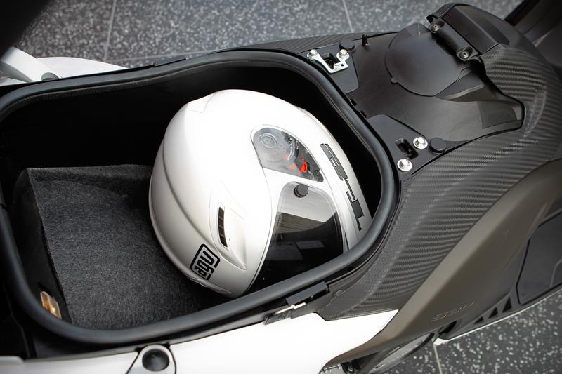 Yamaha Tmax 500 2012 On Review Speed Specs Amp Prices Mcn