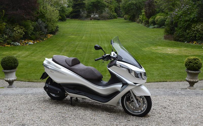 piaggio x10 350 2012 on review speed specs prices mcn. Black Bedroom Furniture Sets. Home Design Ideas