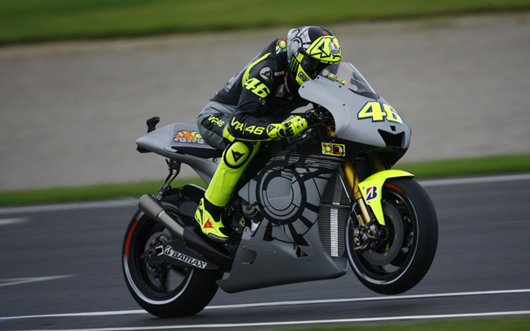 Pics: Valentino Rossi back on a Yamaha in Valencia | MCN