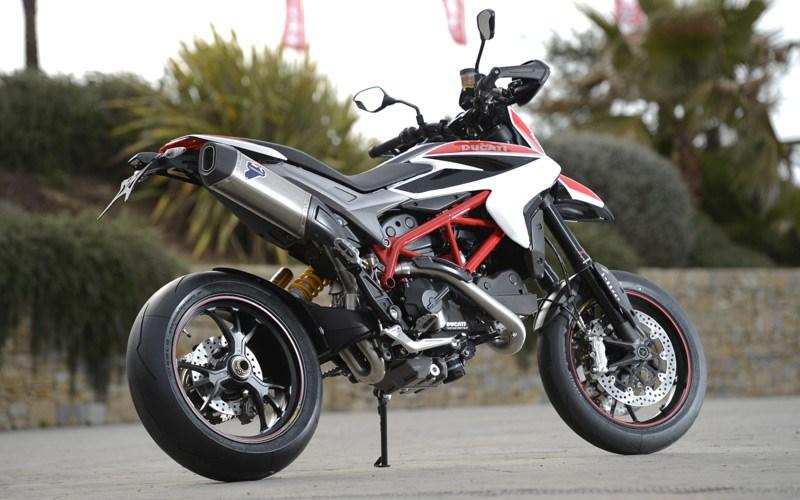 Ducati Monster  Vs Benelli I