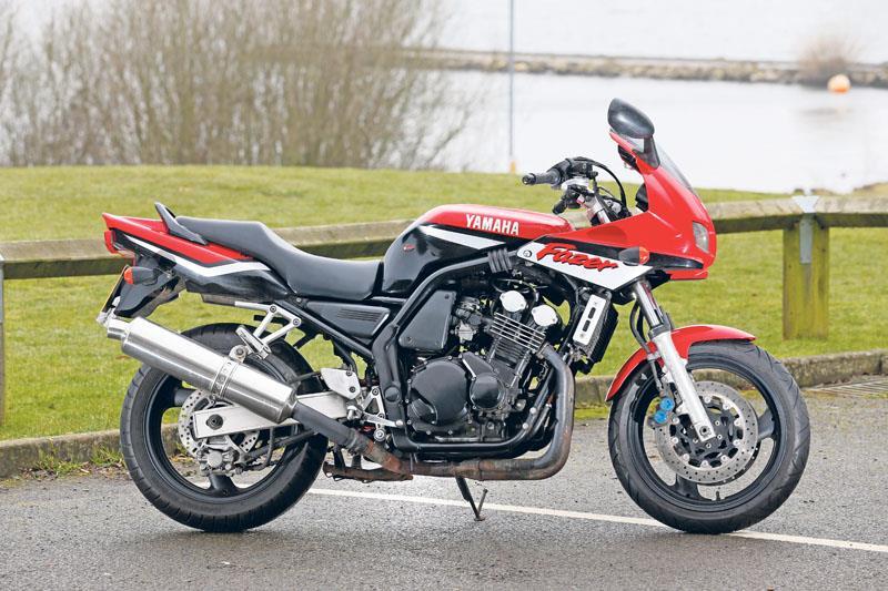 Yamaha FZS 600 FAZER 2003 - YouTube