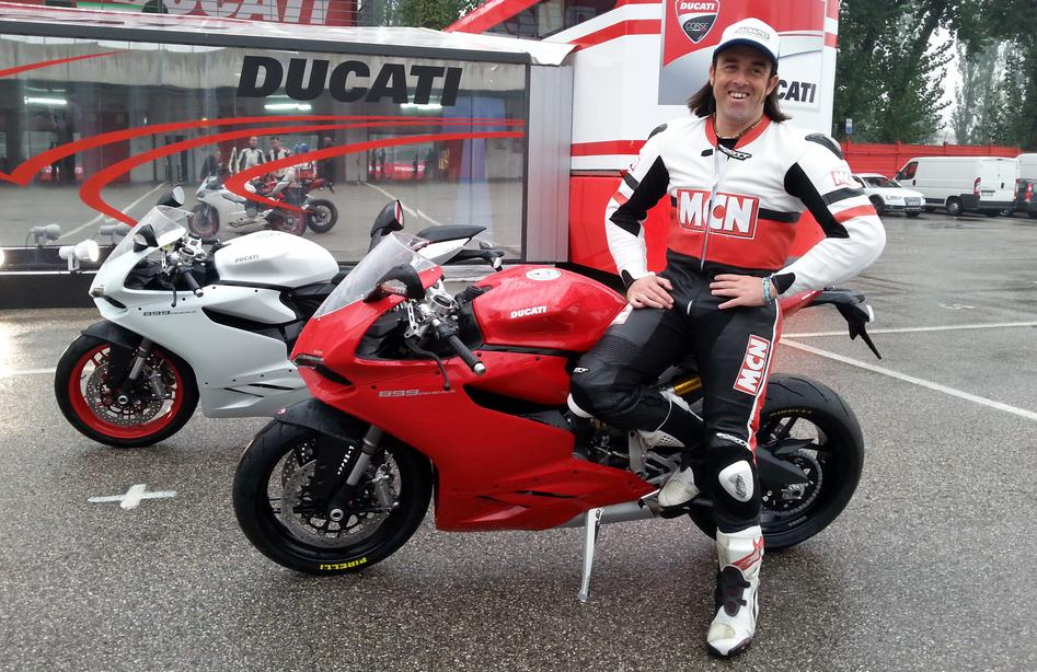 ducati 899 panigale first impressions mcn. Black Bedroom Furniture Sets. Home Design Ideas