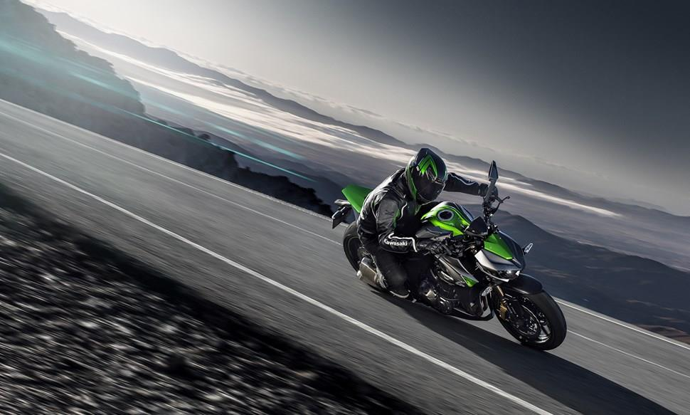 Kawasaki z1000 2014 on review mcn updated version of kawasakis super naked has ballsy looks and slick rewarding electronics free performance altavistaventures Images