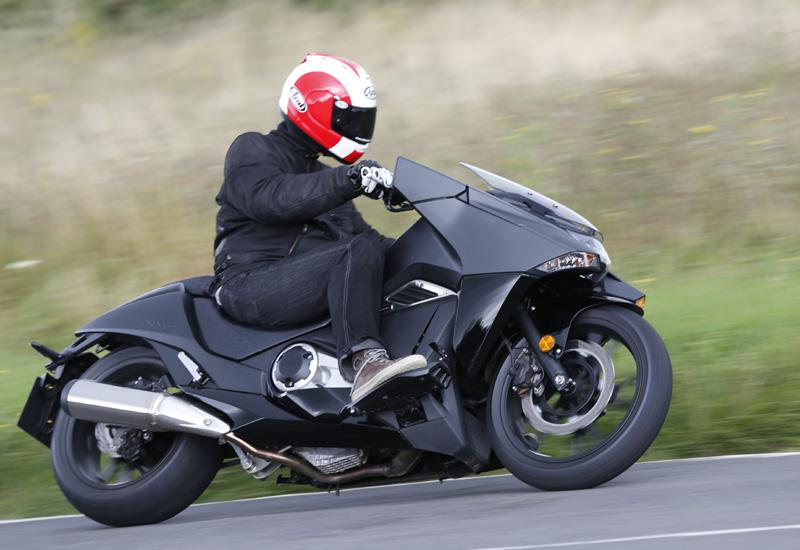 HONDA NM4 VULTUS (2014-on) Review | Speed, Specs & Prices | MCN