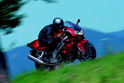 Aprilia SL1000 Falco motorcycle review - Riding