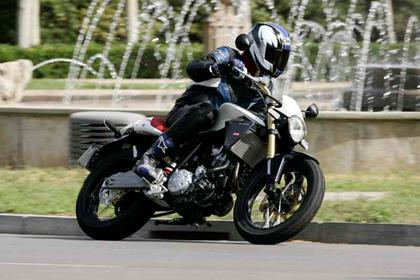 Derbi 659 Mulhacen motorcycle review - Riding