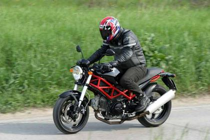 Ducati Monster 695 motorcycle review - Riding