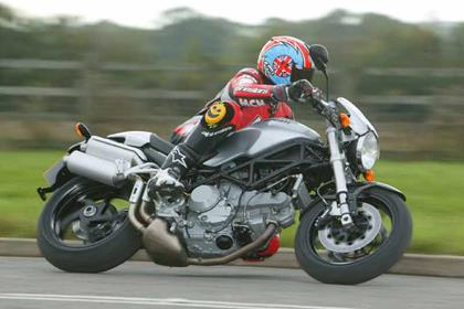 Ducati Monster S4/S4R/S2R/S2R1000/S4RS motorcycle review - Riding