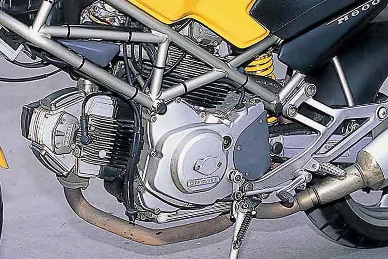 ducati monster 600 1993 2001 review mcn ducati m600 monster motorcycle review engine
