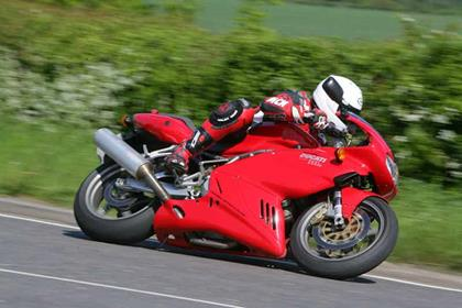 Ducati 1000SS motorcycle review - Riding