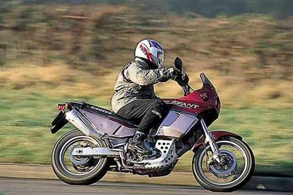 Cagiva 750/900 Elefant motorcycle review - Riding