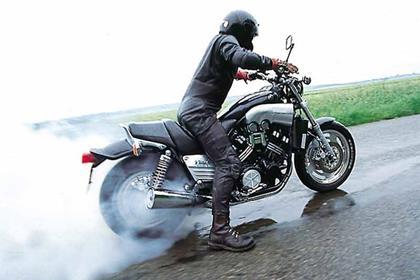 Yamaha VMX1200 V-Max motorcycle review - Riding
