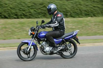 Yamaha YBR125 motorcycle review - Riding