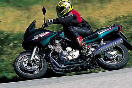 Yamaha XJ900S Diversion motorcycle review - Riding