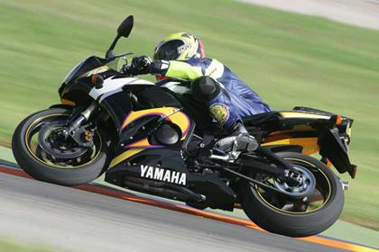 Yamaha YZF-R6 motorcycle review - Riding