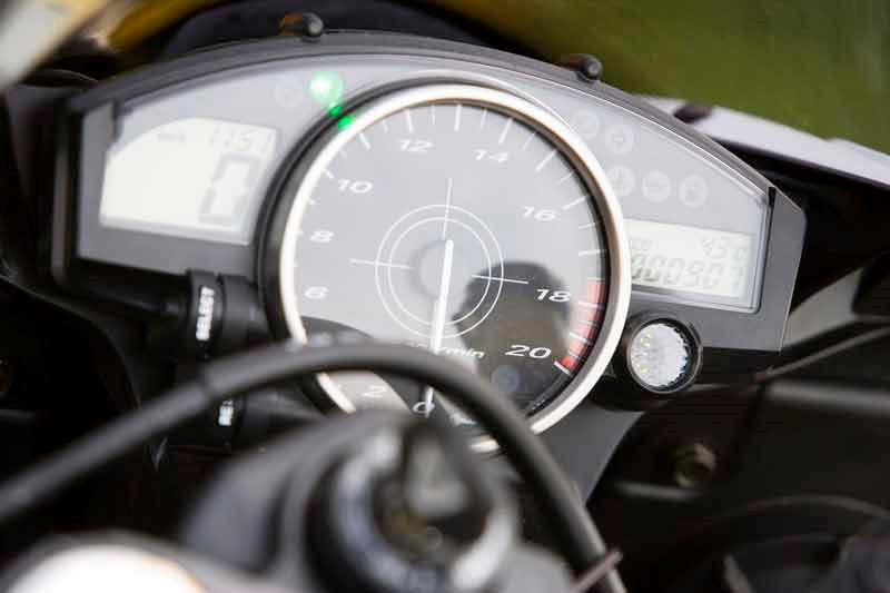 yamaha r review mcn yamaha yzf r6 motorcycle review instruments