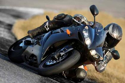 Yamaha YZF-R1 motorcycle review - Riding