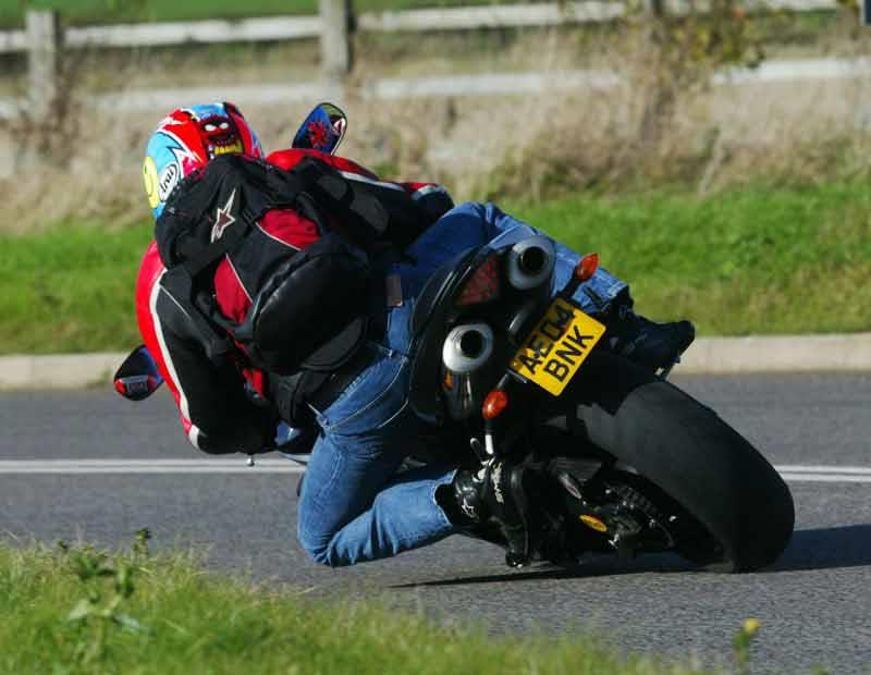 2005 Yamaha R1 Spec submited images.
