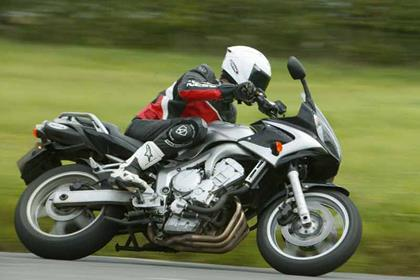 Yamaha FZ6 Fazer motorcycle review - Riding