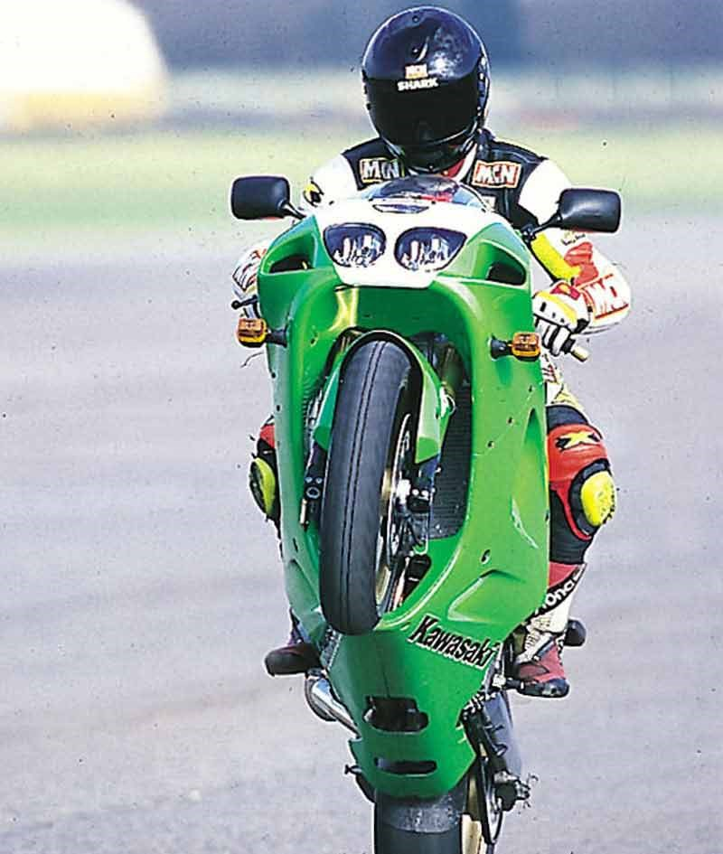 KAWASAKI ZX-7R (1996-2003) Review | Speed, Specs & Prices | MCN
