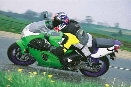Kawasaki ZX-7R motorcycle review - Riding