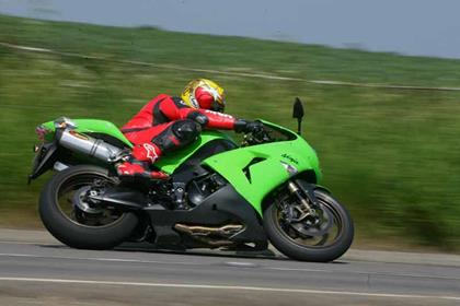 Kawasaki ZX-10R motorcycle review - Riding