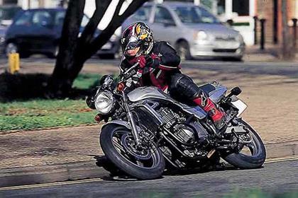 Kawasaki ER-5 motorcycle review - Riding