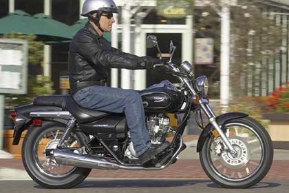 Kawasaki EL125 Eliminator motorcycle review - Riding