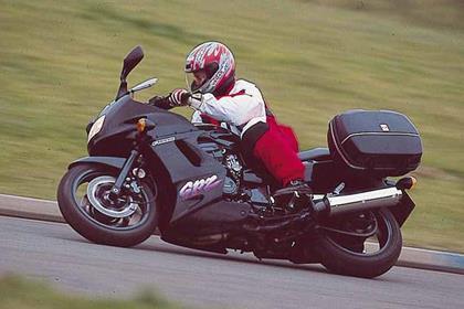 Kawasaki GPZ1100 motorcycle review - Riding