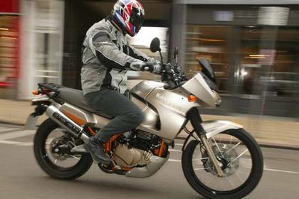 Kawasaki KLE500 motorcycle review - Riding