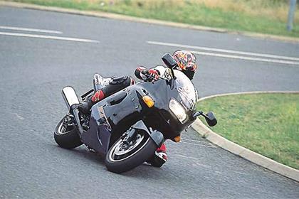 Kawasaki ZZ-R1100 motorcycle review - Riding