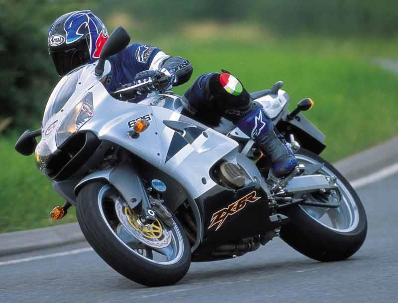 Kawasaki Zx 6r 2000 2002 Review Speed Specs Prices Mcn
