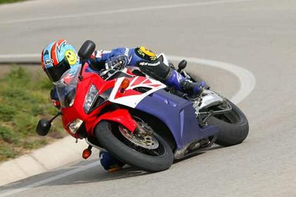 Honda CBR1000RR Fireblade motorcycle review - Riding