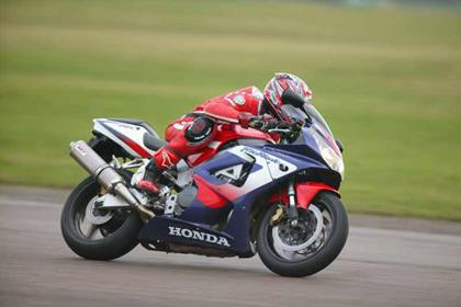 Honda CBR900RR Fireblade motorcycle review - Riding