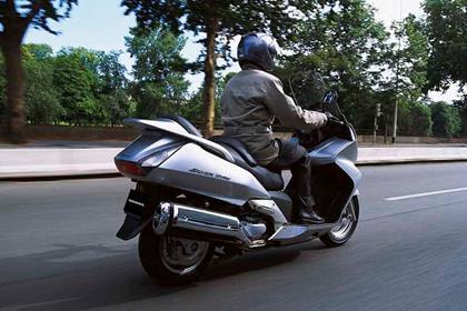 Honda FJS600 Silver Wing motorcycle review - Riding