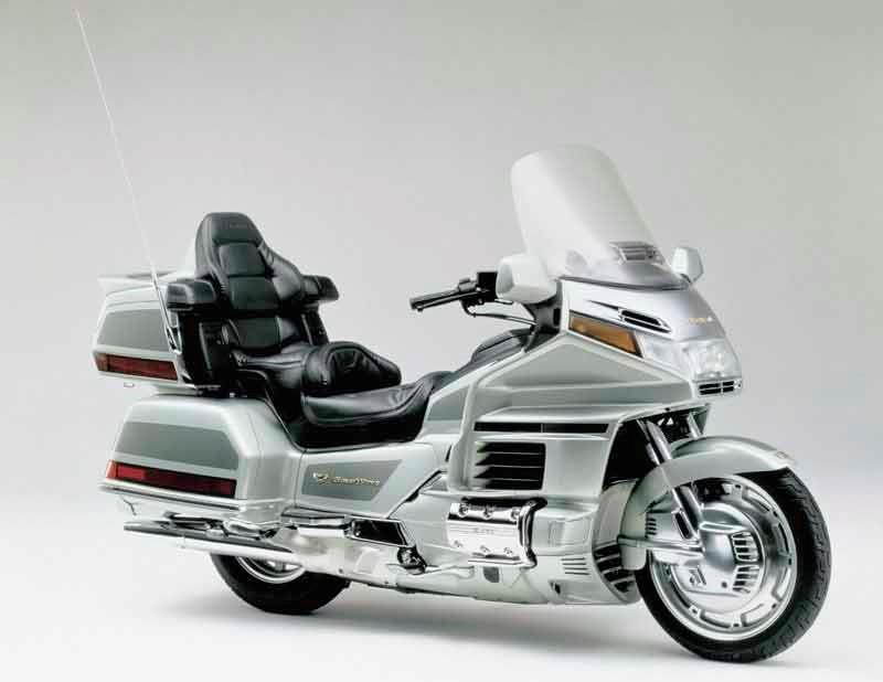 honda gl1500 gold wing motorcycle review - side view