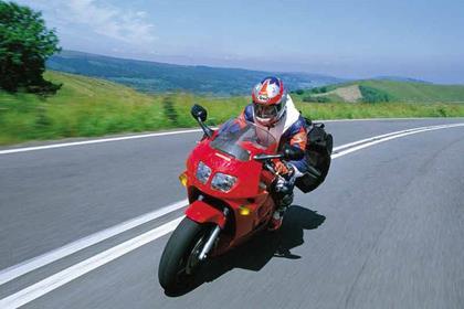 Honda VFR750F motorcycle review - Riding