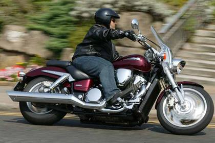 Honda VTX1800 motorcycle review - Riding
