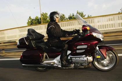 Honda GL1800 Gold Wing motorcycle review - Riding