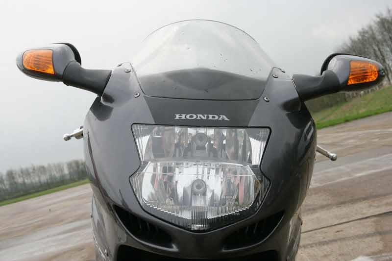 honda cbr1000xx blackbird review